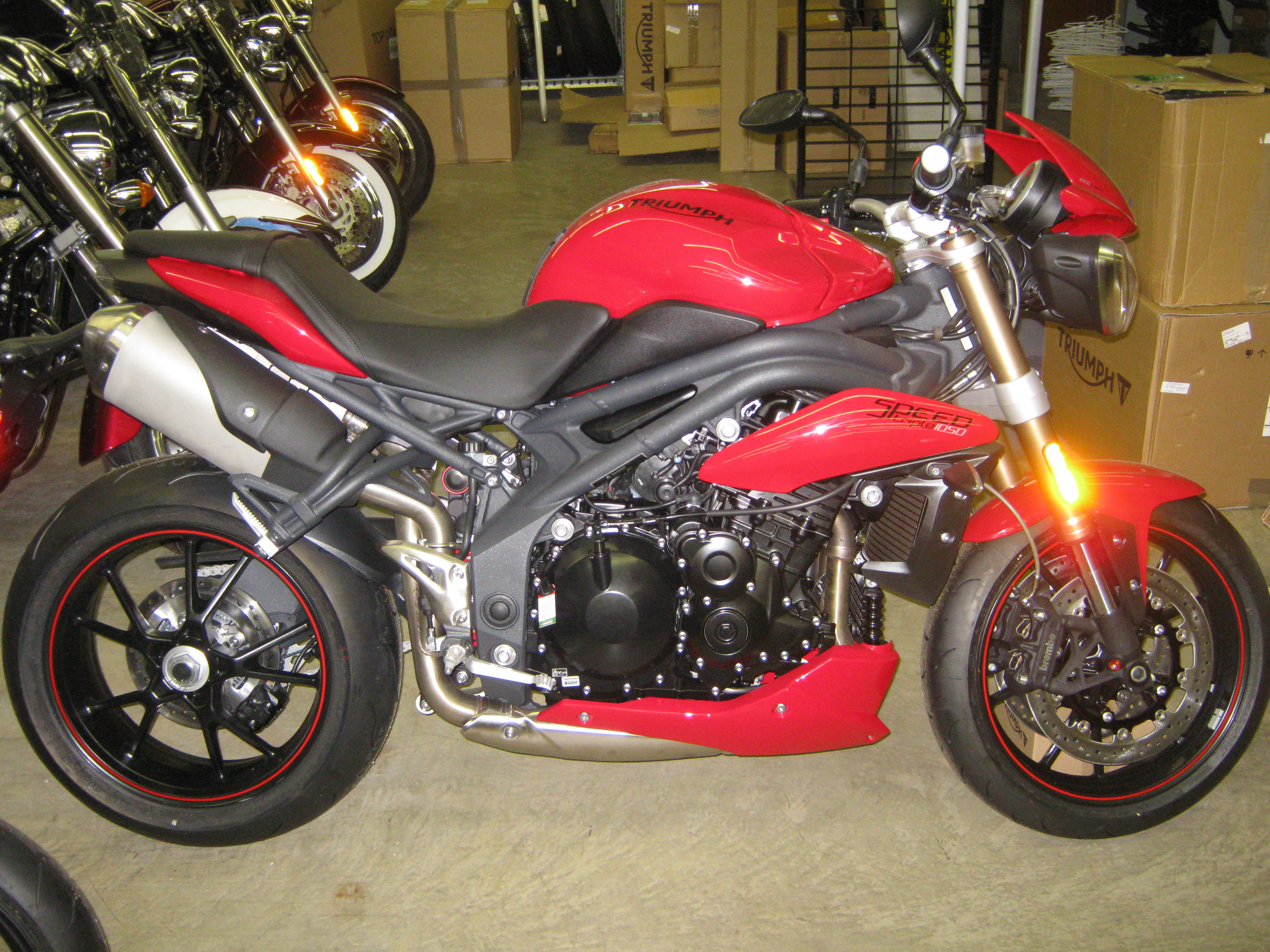 2015-Triumph-Speed-Triple-ABS-Red 001
