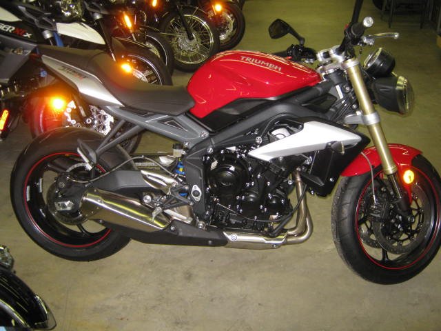 2016-triumph-street-triple-red-t31466