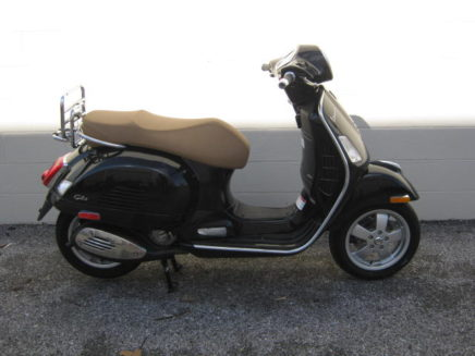 2018-vespa-gts-abs-black