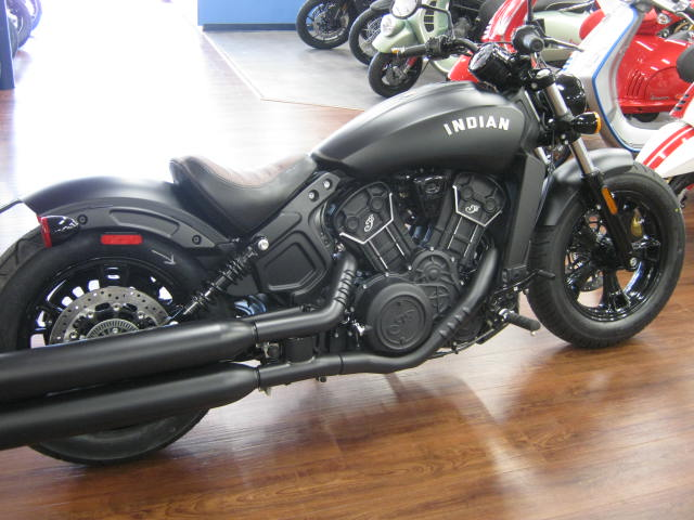 scout-60-bobber-black-smoke