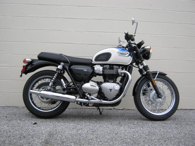 triumph-t100-blue-white