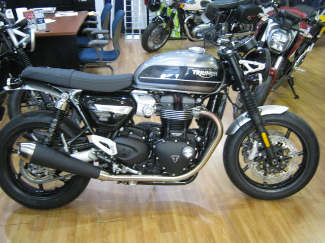 triumph-spped-twin-silver-black